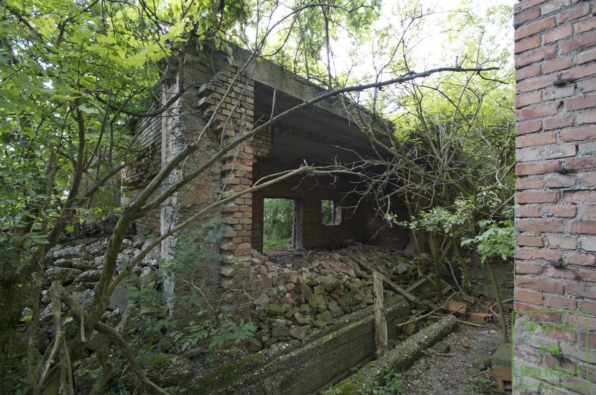 Verfallene Reste eines Gebäudes der Energieversorgung