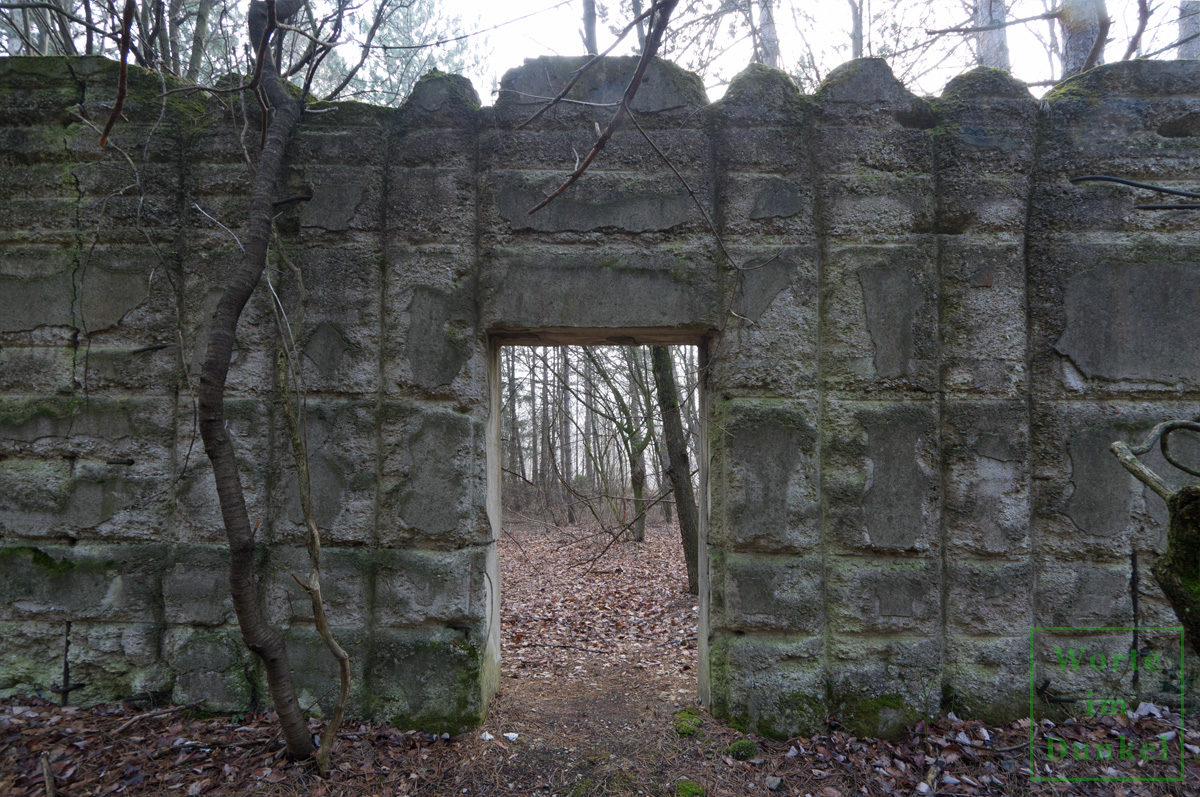 Betonmauer, die vor Sprengwirkung schützen sollte