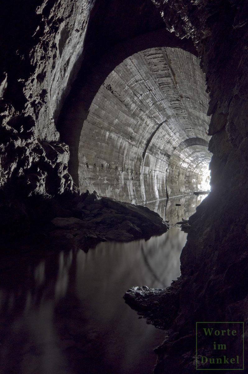 Tunnel kurz vor dem Tageslicht