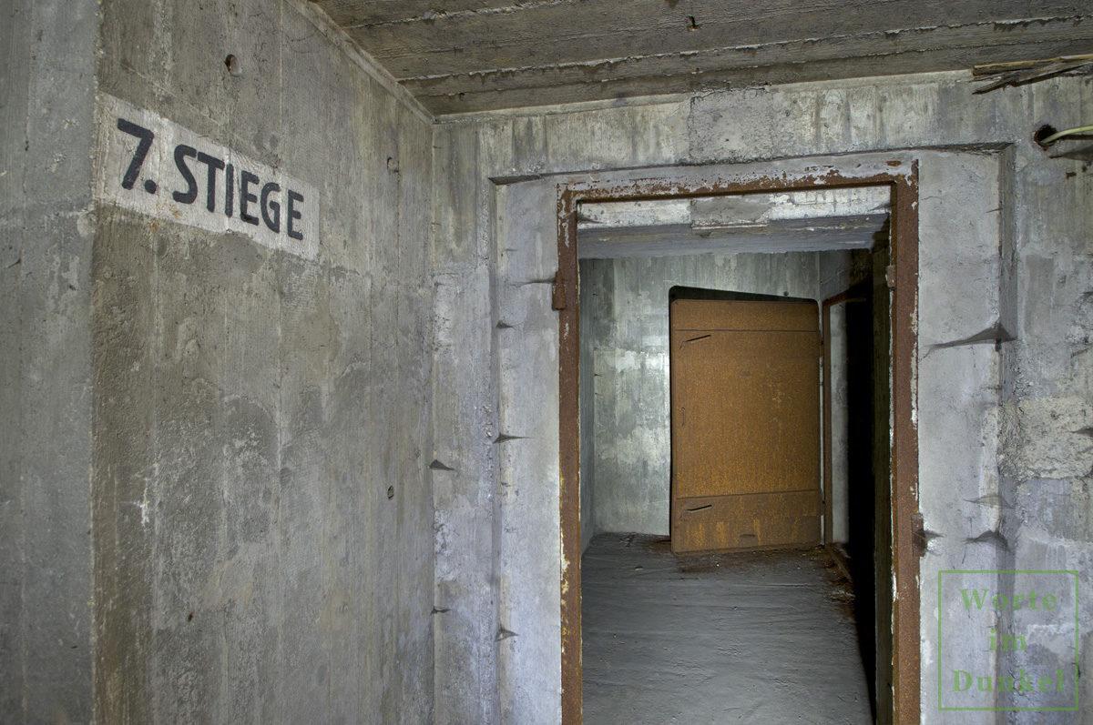Innerhalb der meterdicken Mauern eines Flakturms