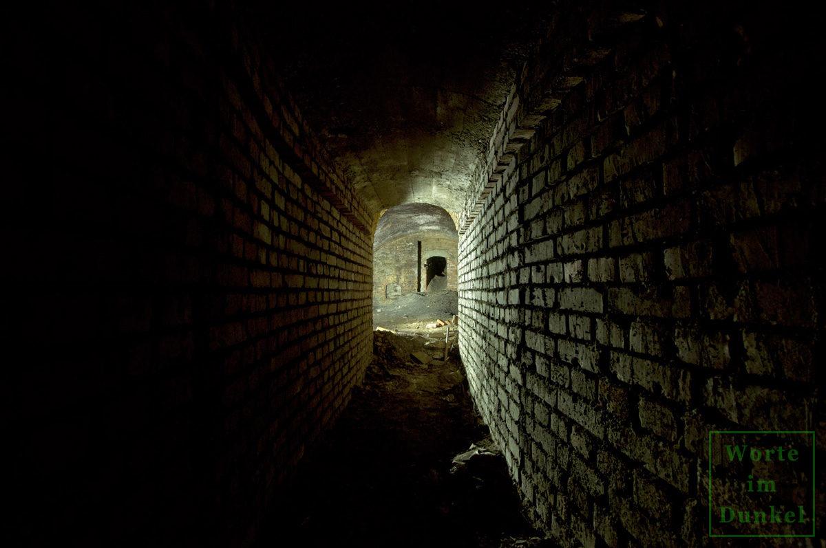 Verbindungsgang zwischen Kellern des Luftschutzraumnetzes Innere Stadt