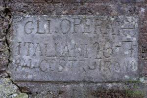 Eine von italienischen Arbeitern gefertigte Tafel