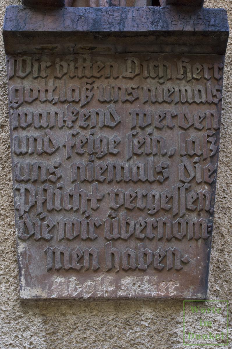 """Ausschnitt einer Rede Adolf Hitlers vom 4. März 1933. Der Name Hitlers wurde nach dem Krieg """"entfernt""""."""