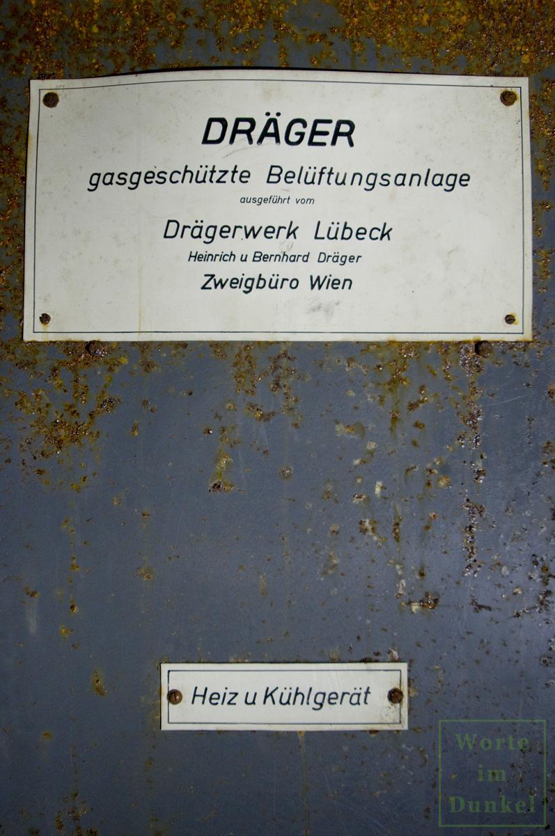 Herstellerschild des Drägerwerks Lübeck, Zweigstelle Wien