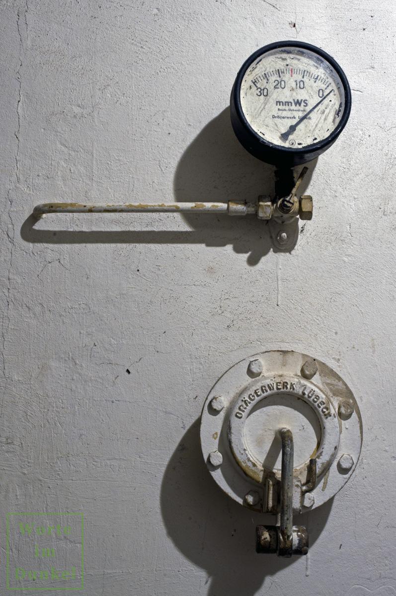 Manometer und Überdruckventil