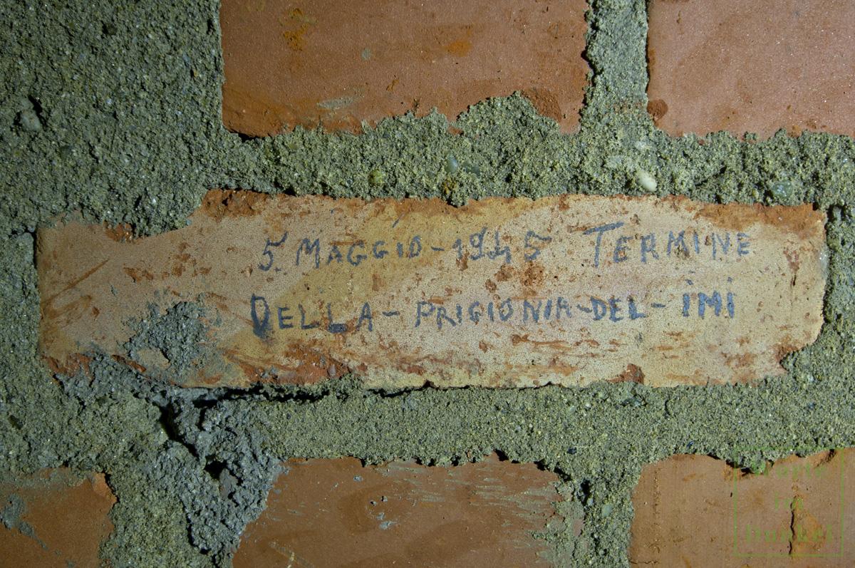 """Beschriftung in einem Luftschutzstollen: """"5. maggio 1945 Termine Della Prigionia del IMI"""""""