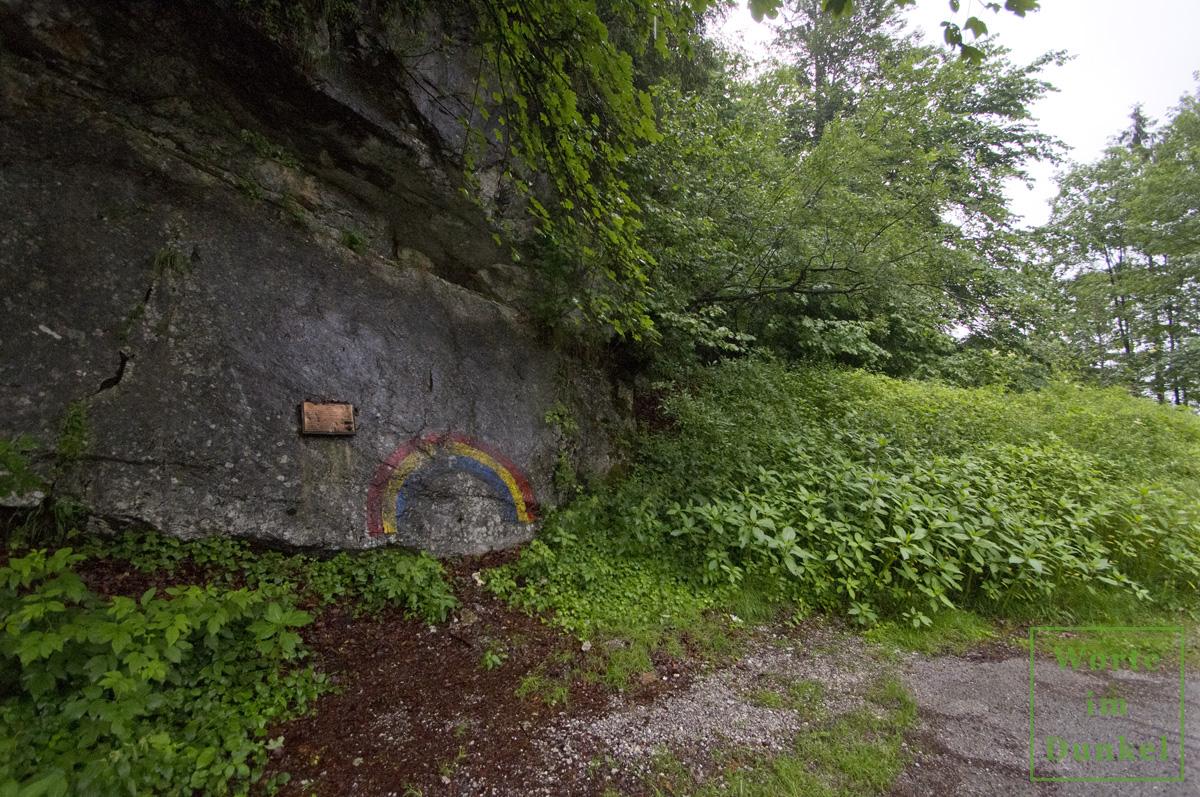 Der Regenbogen der 42nd Rainbow Division vor der Lamprechtshöhle