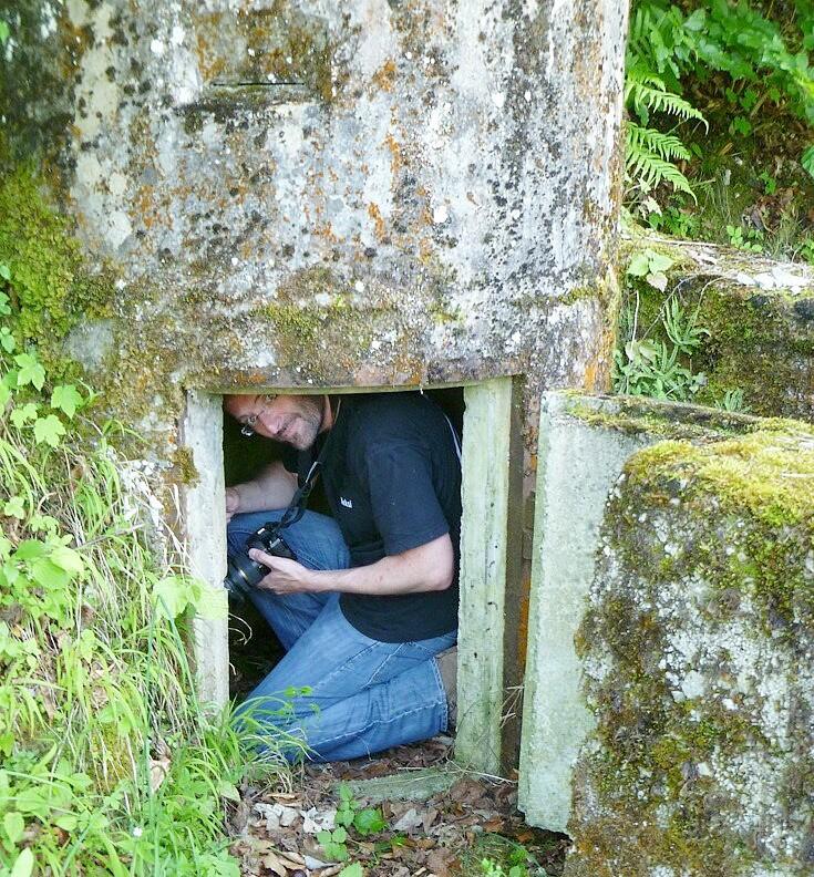 Thomas Keplinger in einer Splitterschutzzelle des Zweiten Weltkriegs