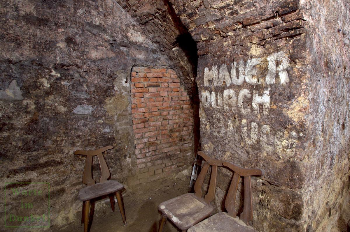 Handschriftlicher Hinweis auf den Mauerdurchbruch