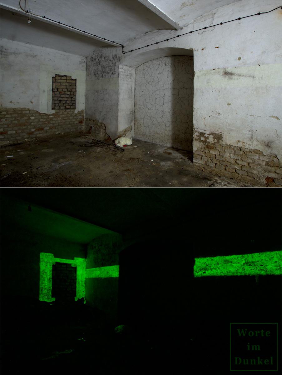 Mauerdurchbruch – im Licht der Taschenlampe, unterhalb phosphoreszierend in der Dunkelheit