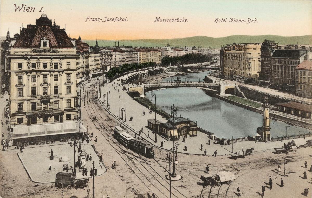 """Ganz links wurde hier die Adlergasse angeschnitten. Unter dem Wort """"Josefskai"""" ist das ehemalige Hotel Metropole zu sehen."""
