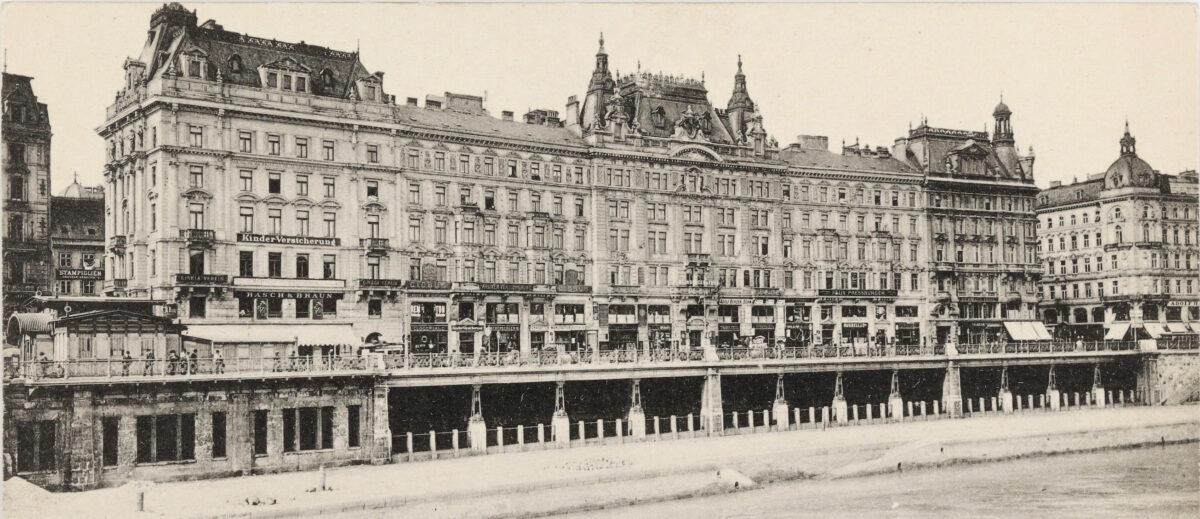 Ansicht der Häuserzeile am Franz-Josefs-Kai, deren Rückseite mit den dahinterliegenden Häusern die Adlergasse bildete. Links im Bild begann der damals noch sehr kleine Schwedenplatz, rechts ist die Rotenturmstraße.