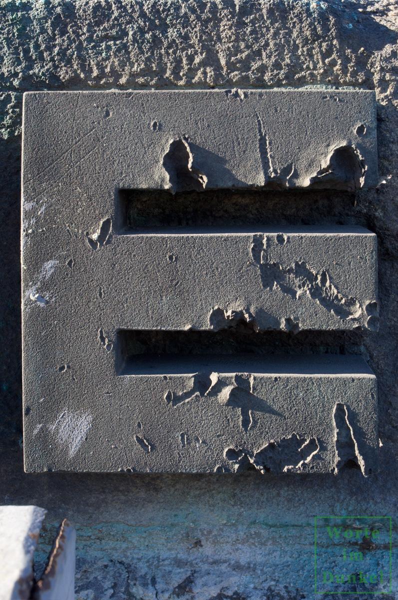 Spuren der Gefechte an der Augartenbrücke