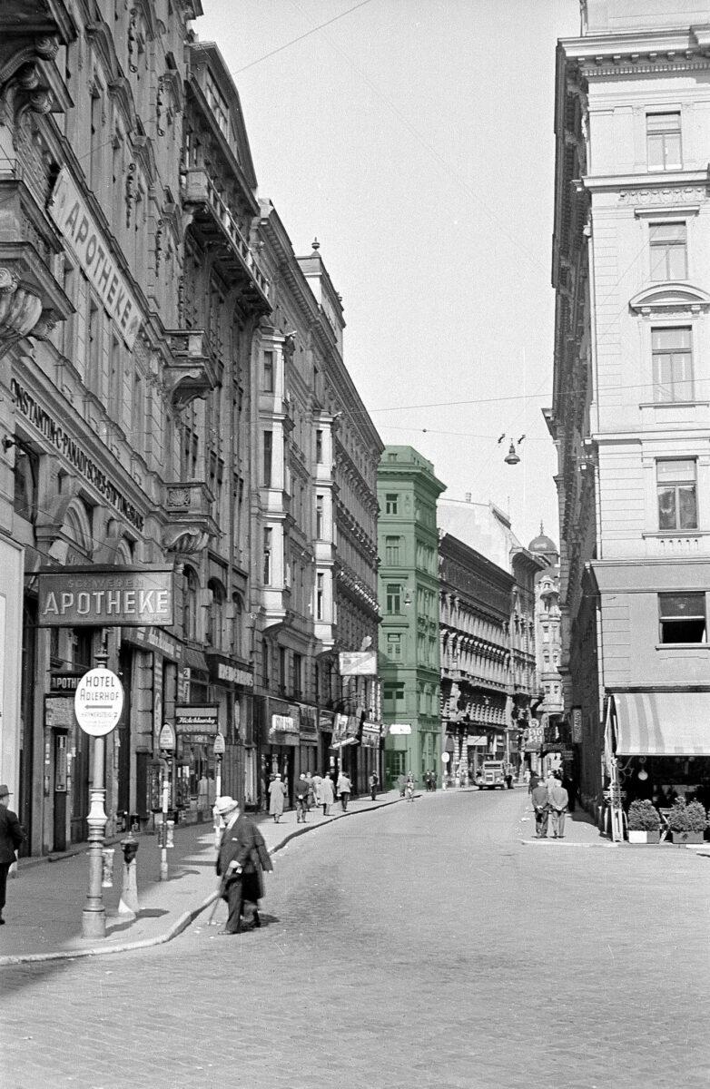 ÖNB/Wien, Fred Hennings. Grün eingefärbt ist das Haus Adlergasse 6 zu sehen – Aufnahme aus 1942.