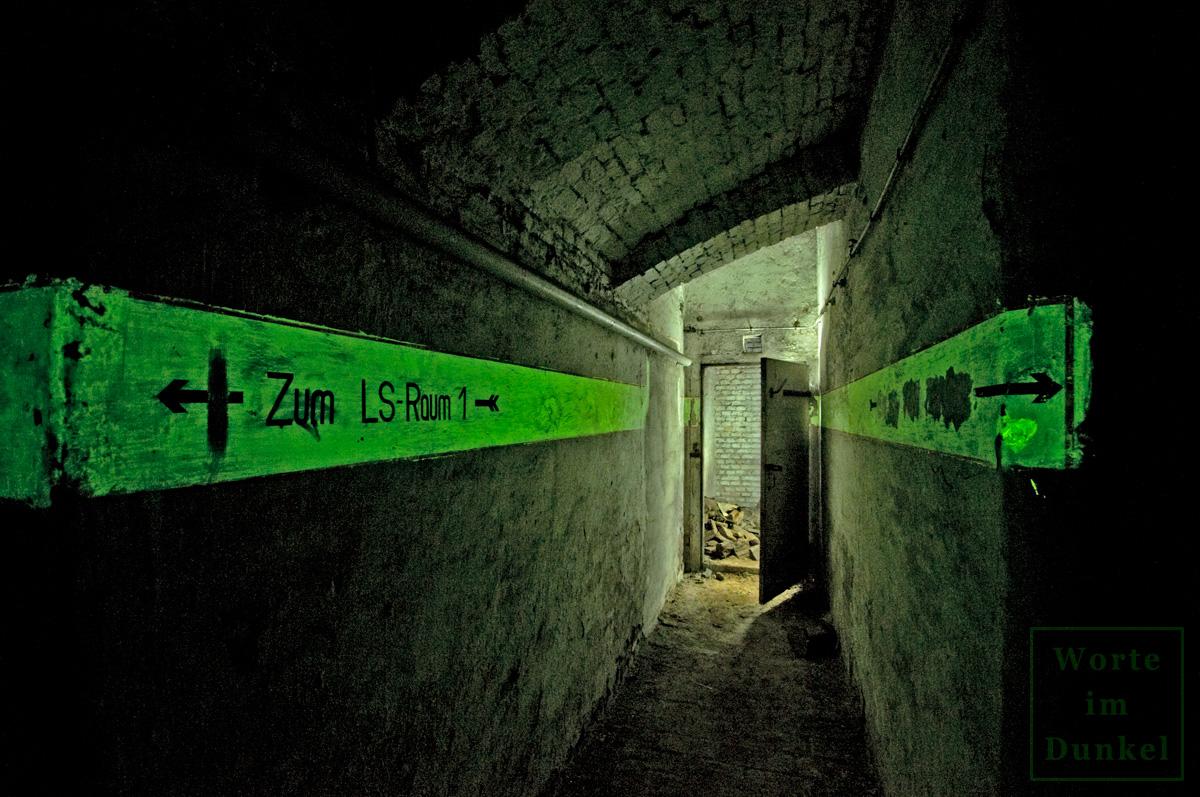 Wo es mehrere Schutzräume gab, wurden sie in den Leuchtstreifen angeführt.
