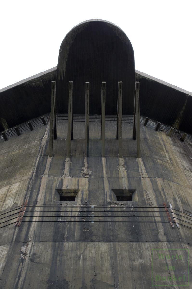 Am Geschützturm im Augarten ist noch heute die dunkle grünliche Tarnbemalung zu finden.