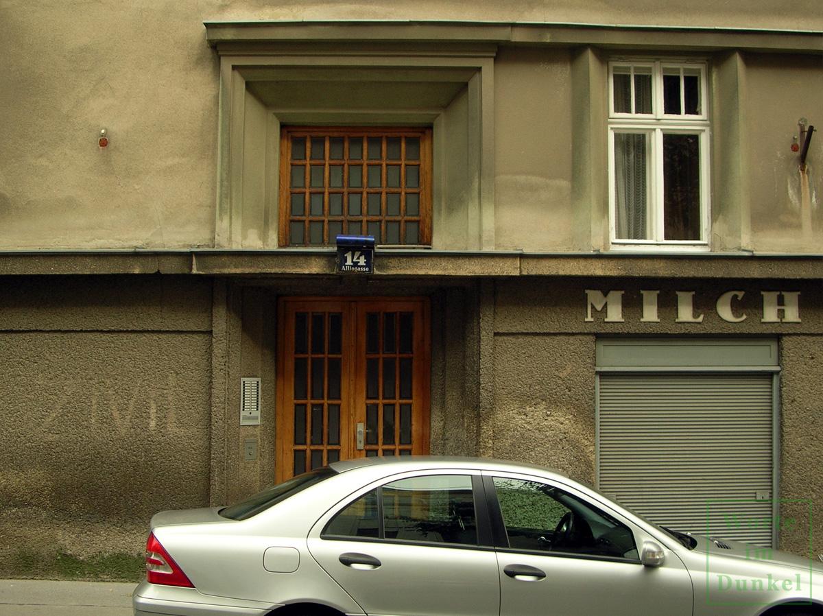 Ehemalige Zivil-Markierung in der Wiener Alliogasse. Mittlerweile verschwand sie im Zuge einer Fassadenrenovierung.