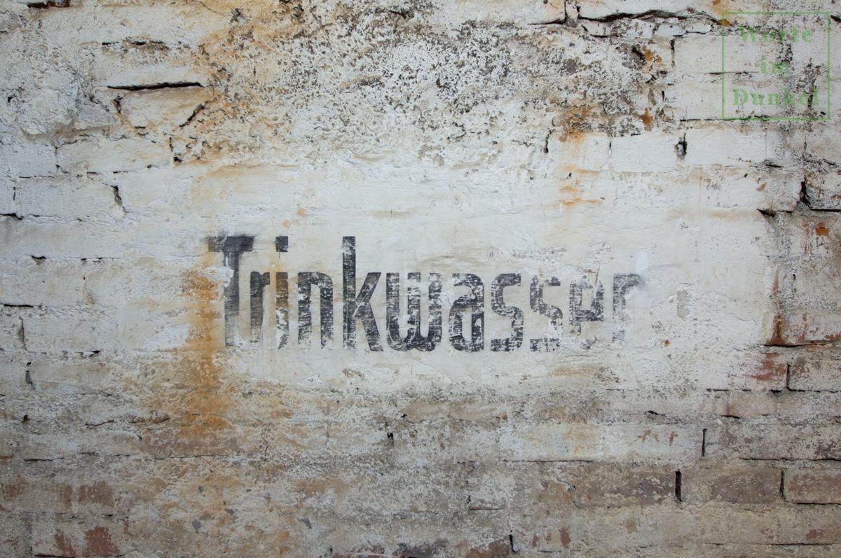 """Franziskanerkloster – Beschriftung """"Trinkwasser"""""""