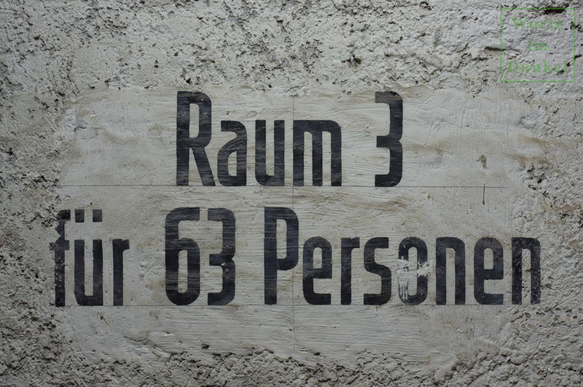 """Dompfarre – Beschriftung """"Raum 3 für 63 Personen"""""""